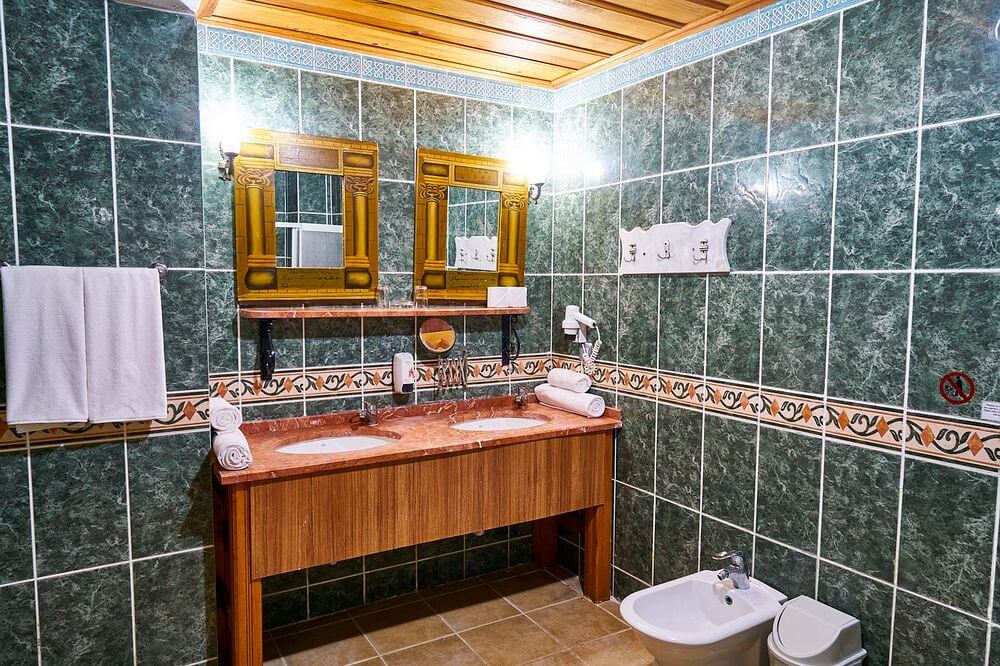 limpiar espejo baño